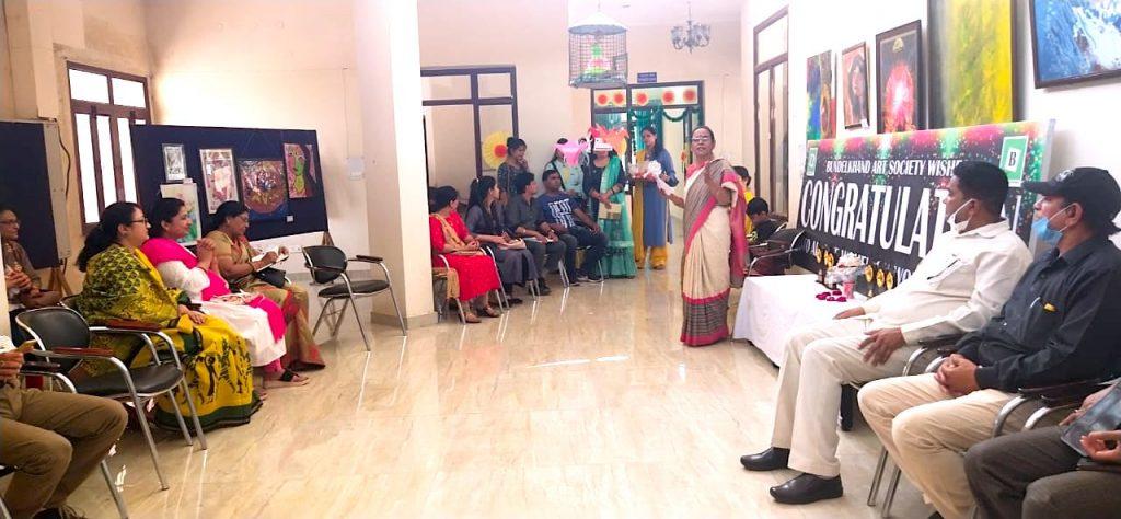 Dr. Madhu Shrivastava addressing Bundelkhand Art Society
